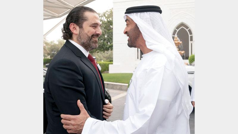 محمد بن زايد خلال استقباله سعد الحريري في قصر البحر أمس. وام