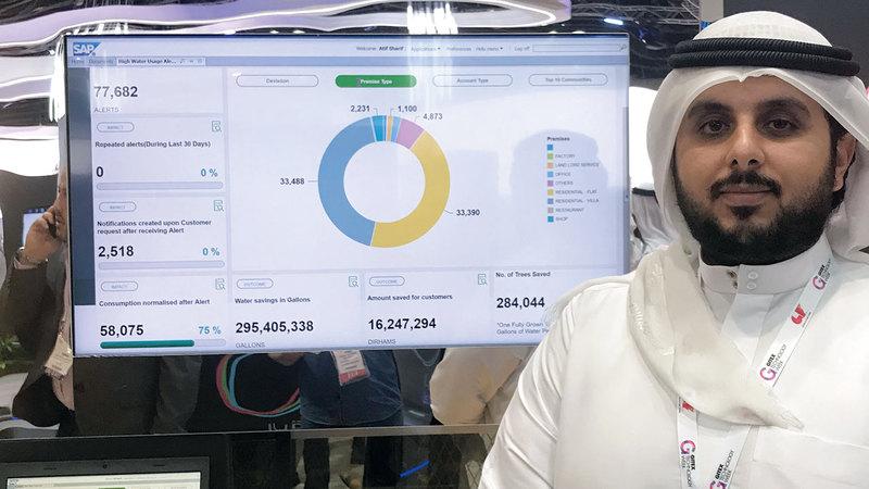 خلال شرح النظام الذكي في «جيتكس». الإمارات اليوم