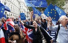 الصورة: الرعايا الأوروبيون في بريطانيا مطالبــــون بـ «تسوية أوضاعهم» أو الرحيل