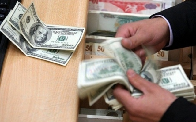 الصورة: الدولار يتراجع أمام الجنيه المصري.. تعرف على الأسعار في البنوك