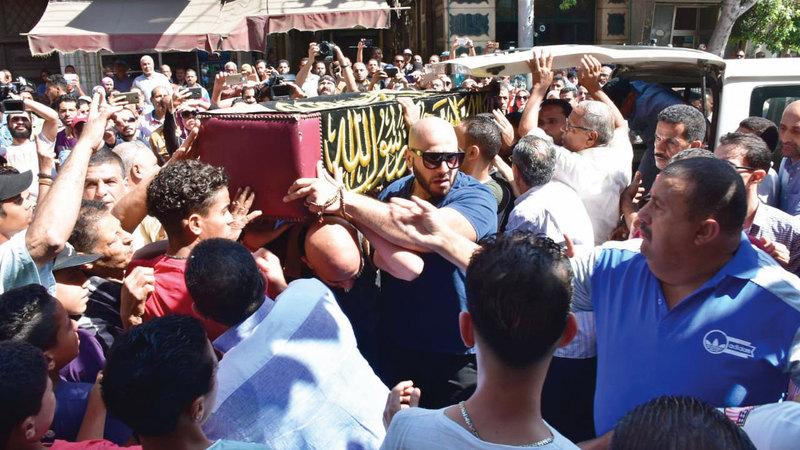 شُيعت جنازة طلعت من المسجد العمري بالإسكندرية مسقط رأسه.  أرشيفية