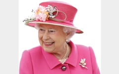 الصورة: ملكة بريطانيا تكسب مليون جنيه سنوياً رسوم مواقف سيارات
