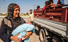 الصورة: 60 ألف مدني ينزحون جـراء العدوان التركي على شمال شرق سورية