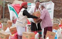 الصورة: الإمارات تقدم 177 طناً من المساعدات الغذائية لأهالي أرياف المكلا وضواحيها