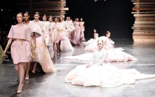 الصورة: «فاشن فورورد دبي».. العلاقة الوثيقة بين عالم الأزياء والموضة