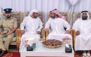 الصورة: ولي عهد عجمان وأحمد بن محمد بن راشد والشيوخ يعزّون في وفاة الضعيف بن غدير الكتبي