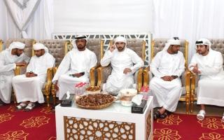 الصورة: حمدان ومكتوم بن محمد بن راشد يعزيان   في وفاة الضعيف بن غدير الكتبي