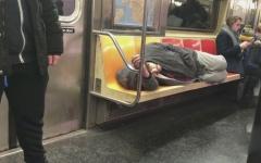 الصورة: شرطة نيويورك تفرض إجراءات صارمة ضد المشردين في المترو