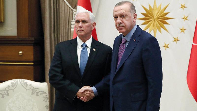 بنس خلال لقائه أردوغان في أنقرة.  رويترز