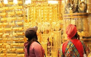 الصورة: «ديوالي» وتراجع محدود في الأسعار يحسّنان الطلب على شراء المشغولات الذهبية
