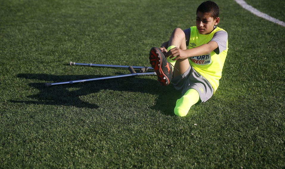 """أول فريق كرة قدم لـ""""ذوي البتر"""" في الشرق الأوسط – أسوشيتد برس"""