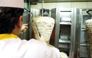 الصورة: مستهلكون: مطاعم في أبوظبي رفعت أسعارها بنسب حتى 37%