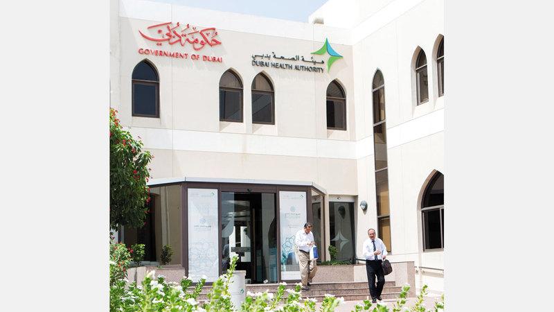 عدد العاملين في مستشفيات «صحة دبي» نحو 9000 طبيب وفني طبي. أرشيفية