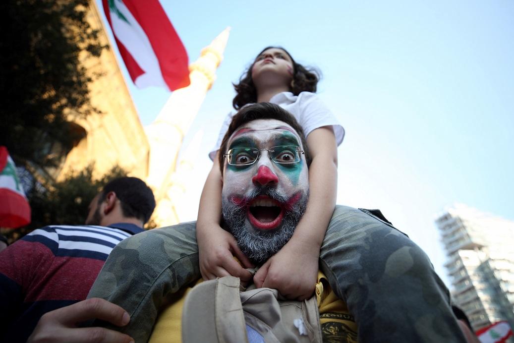 اليوم الرابع لتظاهرات لبنان - رويترز