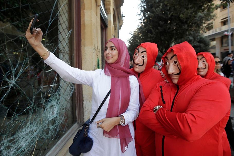 اليوم الرابع لتظاهرات لبنان  - أ. ف. ب