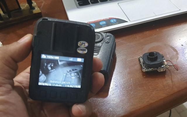 الصورة: مهندس عراقي يُطوّر كاميرا محمولة تكتشف المطلوبين