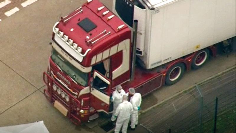 يتوقع أن يكون سائق الشاحنة متورطاً في جريمة اتجار بالبشر. أ.ب