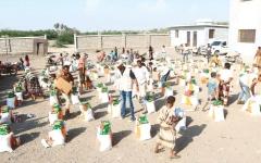 الصورة: الإمارات تسيّر قافلة مساعدات غذائية لمديرية التحيتا بالحديدة