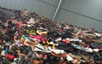 الصورة: تفكبك شبكة مافيا لتصنيع أحذية من مواد سامة