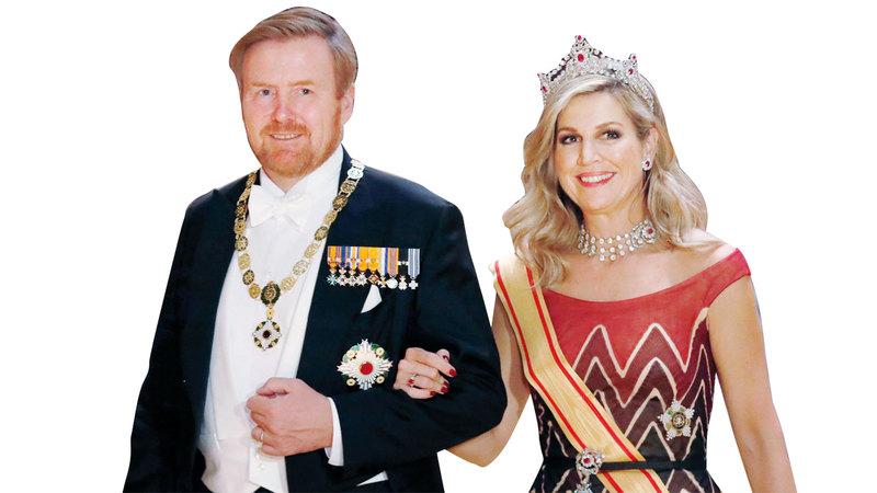 ملكة هولندا ماكسيما ارتدت تاجاً مرصعاً بحبتي ياقوت. أ.ب