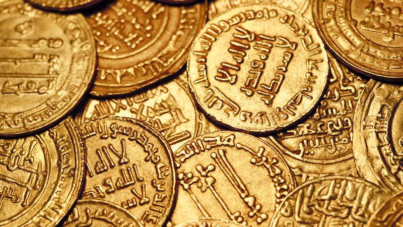 دنانير إسلامية ذهبية من مختلف العصور. من المصدر