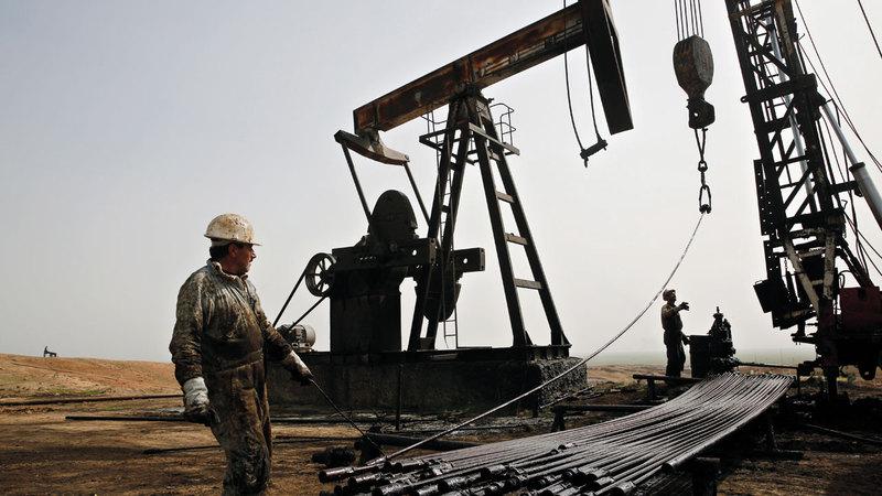 حقول النفط الموجودة في شمال سورية التي يريد ترامب إبقاء جنود أميركيين لحمايتها لاتزال تحت سيطرة قوات سورية الديمقراطية. أ.ب