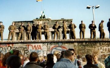 الصورة: بالصور.. 5 حقائق تجب معرفتها عن جدار برلين