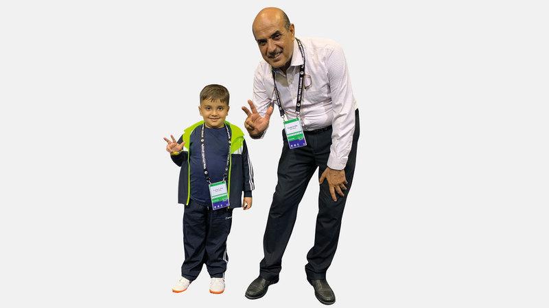 محمد قيس ووالده في نادي النصر. الإمارات اليوم