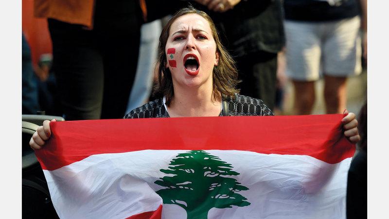 لبنانية خلال تظاهرات بيروت الاحتجاجية.  أ.ف.ب