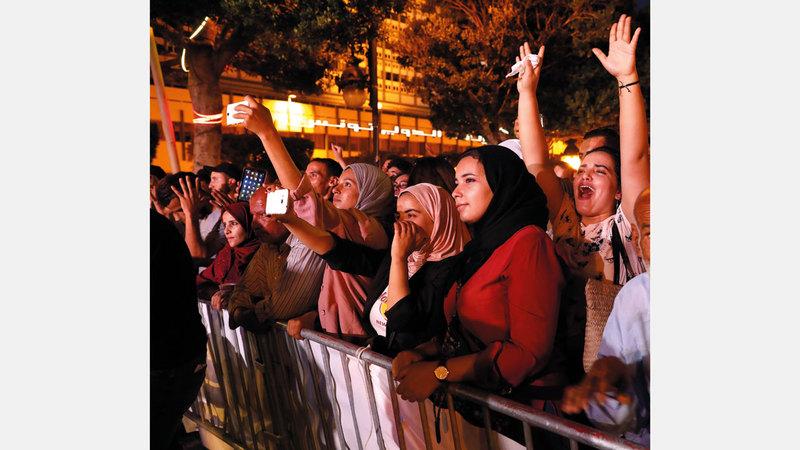 التونسيون يتظاهرون للمطالبة بفرص عمل وضد التهميش.  إي.بي.إيه