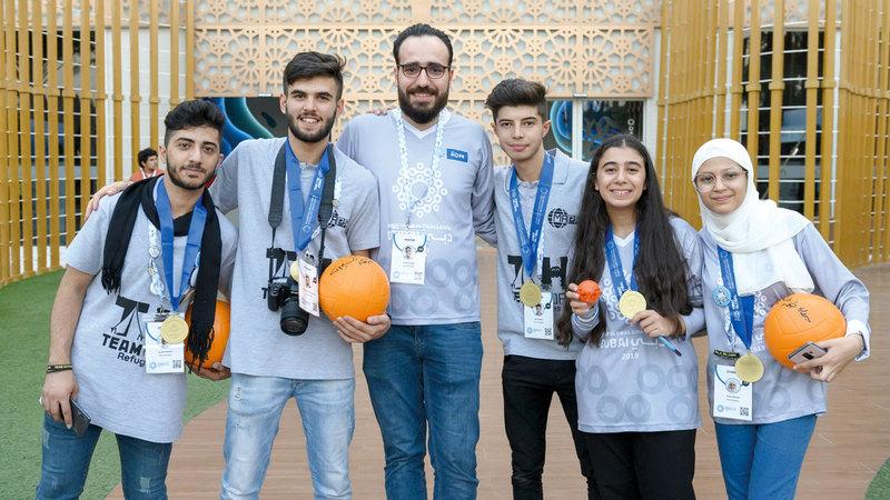 فريق الأمل للاجئين الذي فاز في المباراة النهائية الفاصلة للبطولة.  من المصدر