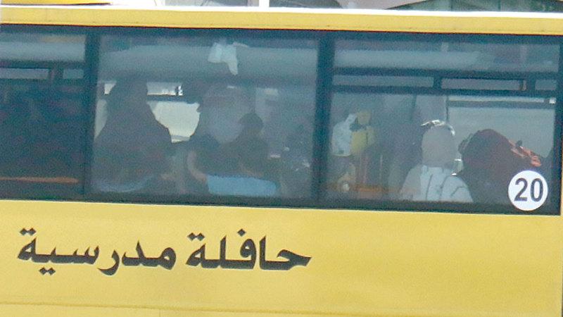 ولي أمر: حرصت على أن أدفع للسائق 100 درهم كل فترة  حتى يعتني بابني.  تصوير: اسامة ابوغانم