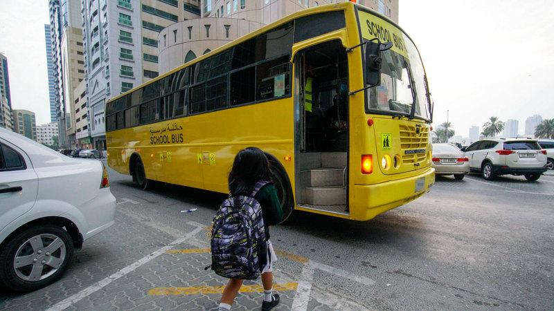 أولياء أمور طلبة يعانون بشكل مستمر إهمال السائق والمشرفة لأطفالهم. من المصدر