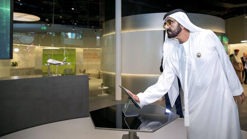 محمد بن راشد خلال افتتاحه مختبرات متخصصة في تصميم وبناء مستقبل العديد من القطاعات المستقبلية ضمن منطقة 2071. وام
