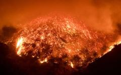 الصورة: إجلاء 60 ألف شخص في كاليفورنيا بسبب حرائق الغابات