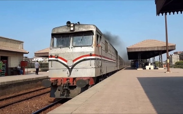 """الصورة: إلقاء """"الراكبَين من القطار"""" يثير الغضب في مصر"""