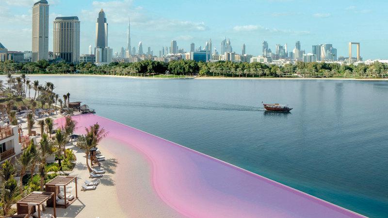 تلوّنت بحيرة اللاجون  بالوردي، وأنيرت أشرعة نادي خور دبي للغولف واليخوت باللون الوردي.