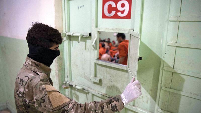 سجناء يبدون ندمهم على الالتحاق بتنظيم «داعش». أ.ف.ب