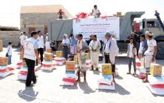 الصورة: الإمارات تقدّم 26 طناً من المساعدات الغذائية لأهالي شبوة