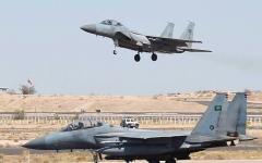 الصورة: مقاتلات التحالف تقصف مواقع حوثية في حجة وتدمر آليات عسكرية