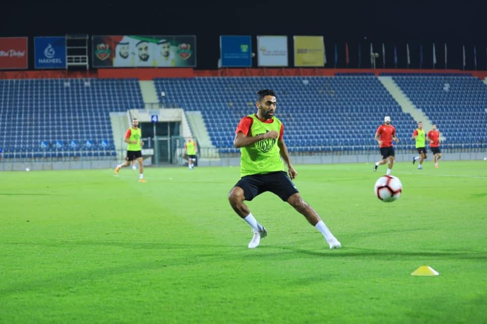 حسين الشحات يعود إلى الإمارات من جديد مع معسكر الأهلي
