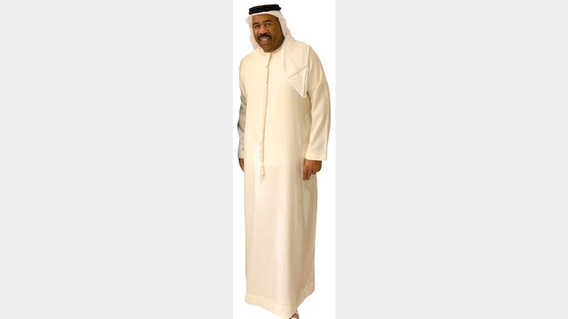 ستيف هارفي «يكشخ» بالزي الإماراتي