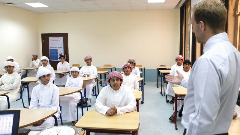 معلمون أكدوا أن الإمارات بيئة عمل مثالية في ظل التعددية والتنوّع والتسامح. تصوير: نجيب محمد