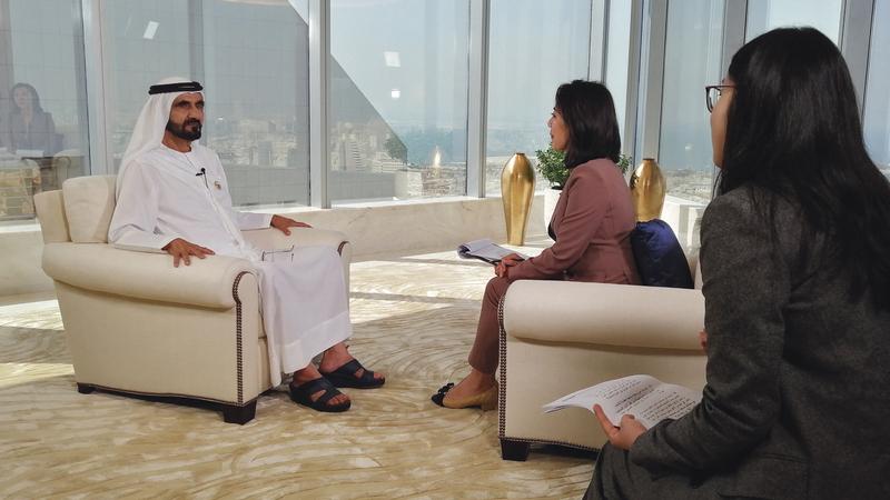 محمد بن راشد خلال مقابلة موسّعة مع تلفزيون الصين المركزي (CCTV).  من المصدر