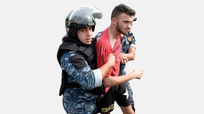 الاستقطاب الطائفي لم يحل دون مشاركة الجميع في الاحتجاجات. إي.بي.إيه