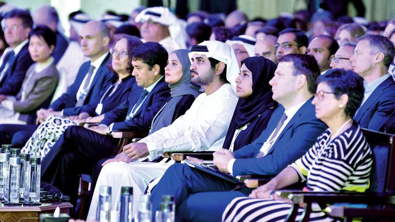 مكتوم بن محمد خلال افتتاح فعاليات الدورة الرابعة لاجتماعات «مجالس المستقبل العالمية».  وام