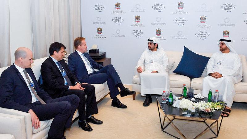 مكتوم بن محمد بحث مع برندي سبل تعزيز التعاون المشترك مع المنتدى الاقتصادي العالمي. وام