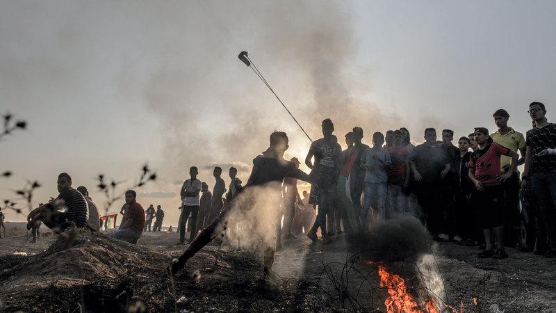 جانب من المواجهات مع قوات الاحتلال شرق غزة.  إي.بي.إيه
