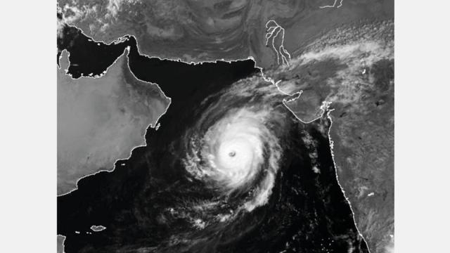 مها» تتحول إلى إعصار «درجة ثانية» اعتباراً من اليوم.. وتأثيراته في الدولة  حتى الأربعاء - محليات - أخرى - الإمارات اليوم