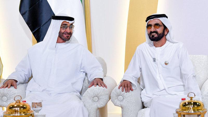 محمد بن راشد ومحمد بن زايد خلال الحفل. من المصدر